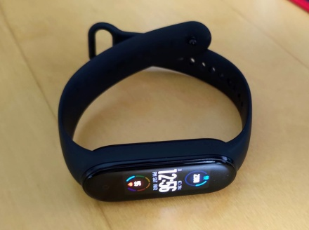 Fitness band fitness tracker mi band 5, featured image for blog.
